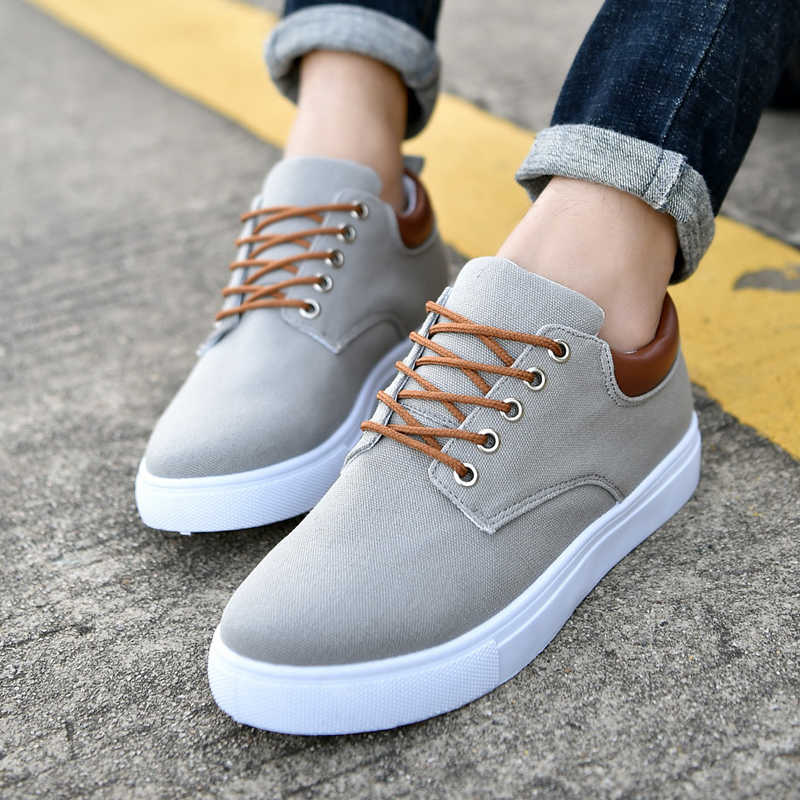 summer shoes for man in casual flat fashion style