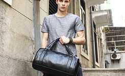 Black travel bag outfits for men