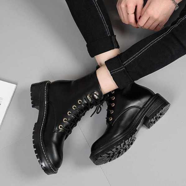 black trendy boots for women