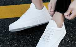 Stylish white sneakers outfits for men