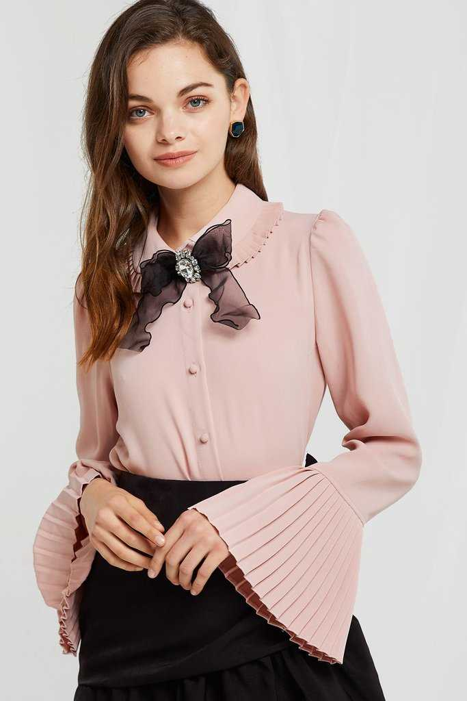 JANA PLEATS BROOCH BLOUSE - Storets - GOOFASH
