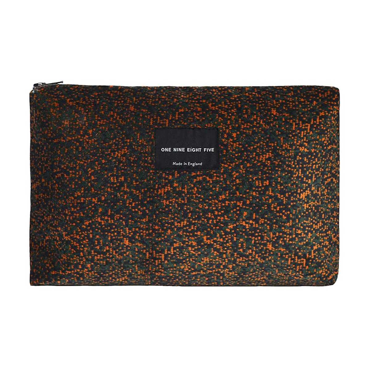 ONE NINE EIGHT FIVE - Pixel Camo Zip Pouch Large - Wolf And Badger - GOOFASH