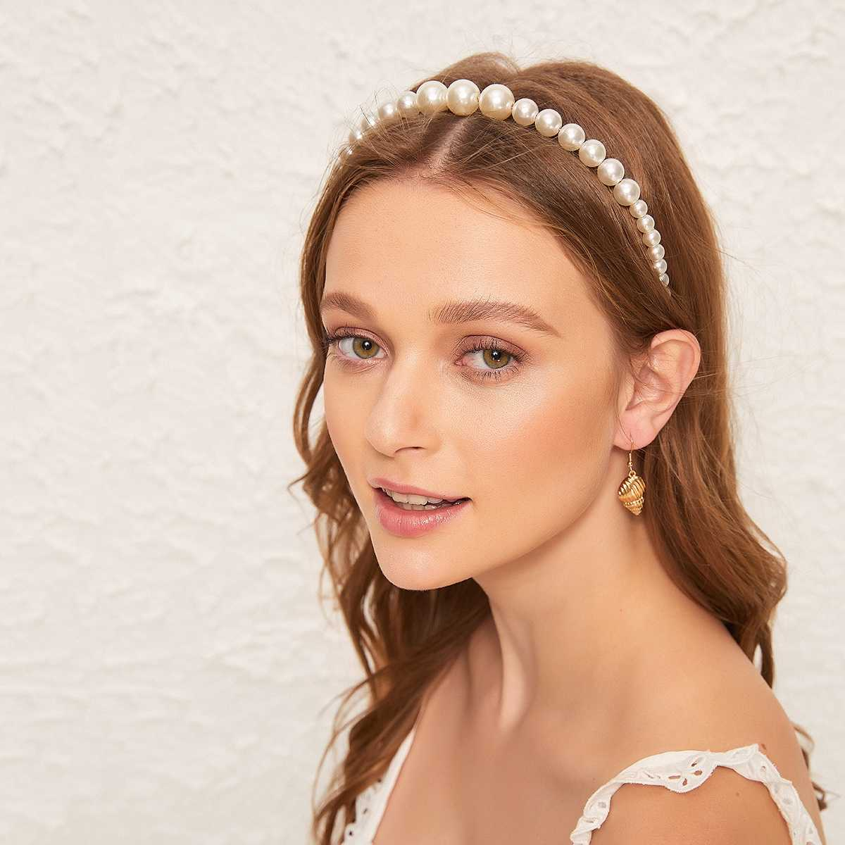 Faux Pearl Design Headband in White by ROMWE on GOOFASH