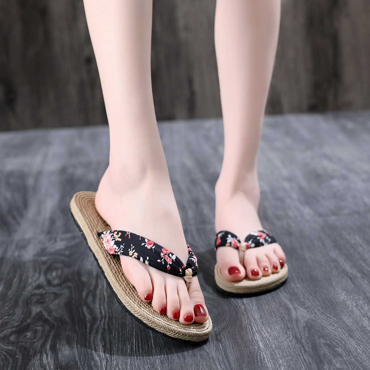 Floral Print Flip Flops in Multicolor by ROMWE on GOOFASH