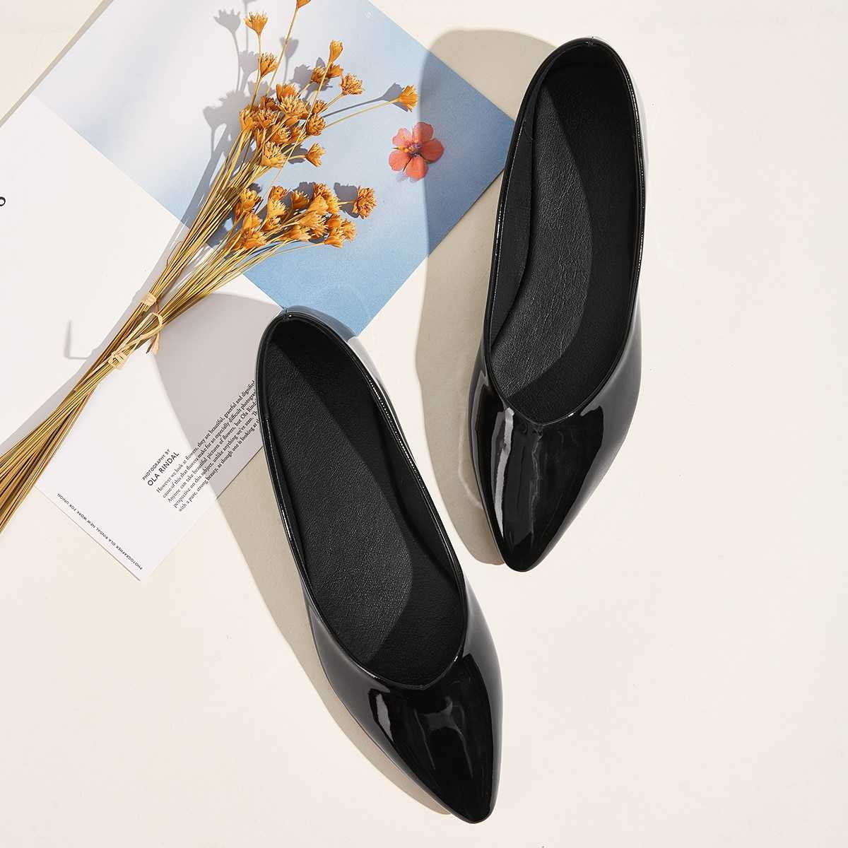 Point Toe Patent Flats in Black by ROMWE on GOOFASH