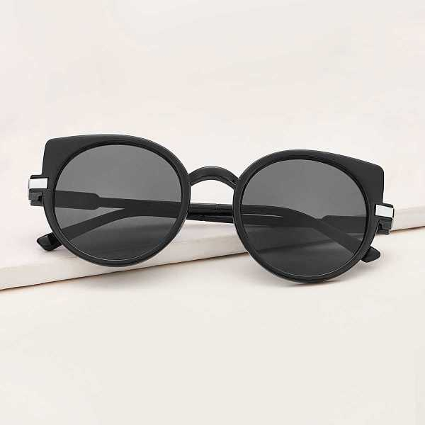 Round Frame Flat Lens Sunglasses in Black by ROMWE on GOOFASH
