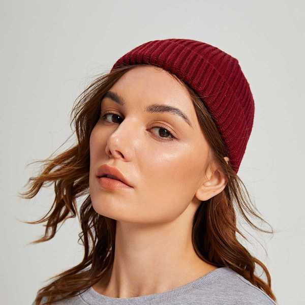 Solid Cuffed Beanie in Burgundy by ROMWE on GOOFASH