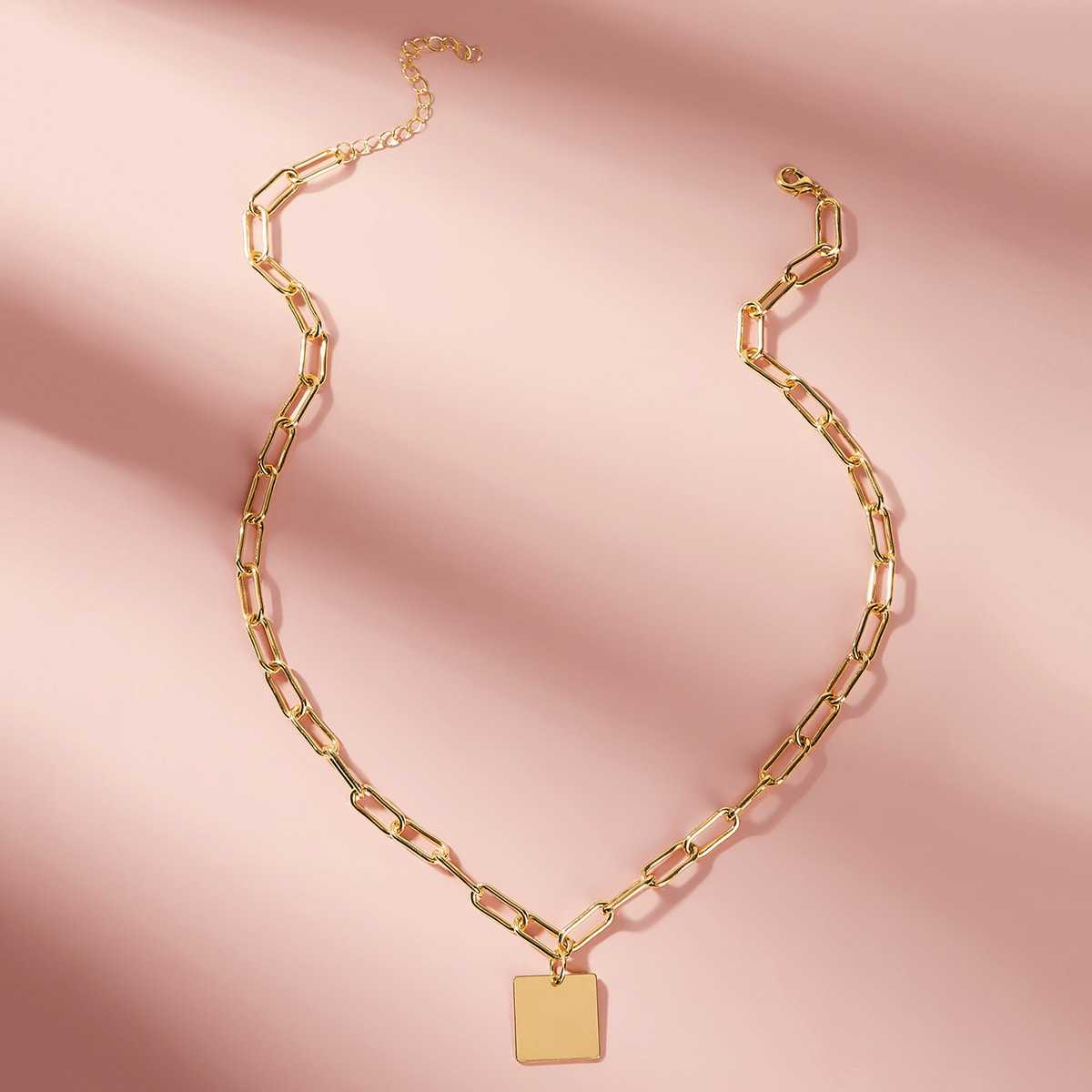 Square Pendant Chain Necklace 1pc in Gold by ROMWE on GOOFASH