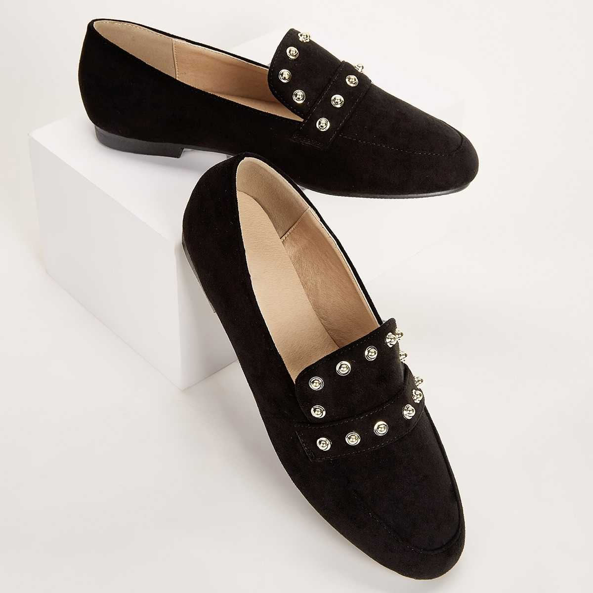 Studded Decor Slip On Flats in Black by ROMWE on GOOFASH