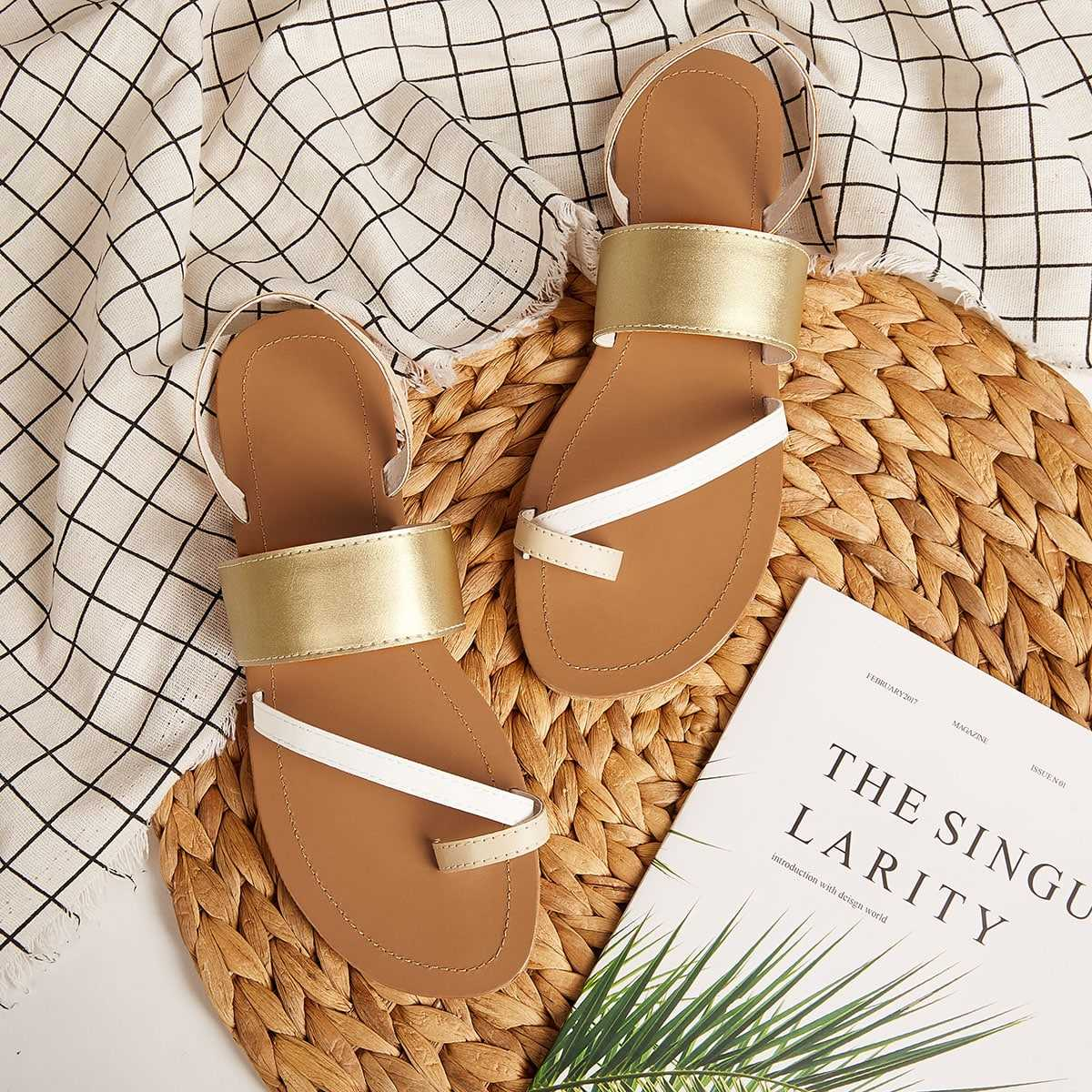 Toe Ring Flat Sliders in Gold by ROMWE on GOOFASH