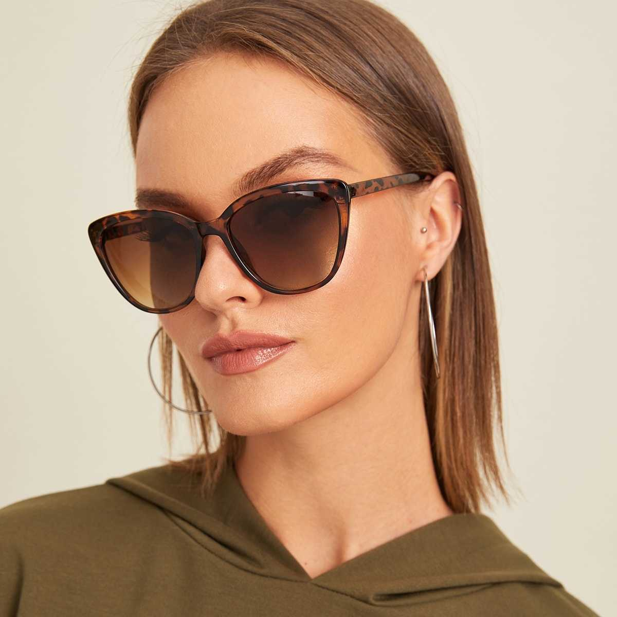 Tortoiseshell Frame Flat Lens Sunglasses With Case in Multicolor by ROMWE on GOOFASH