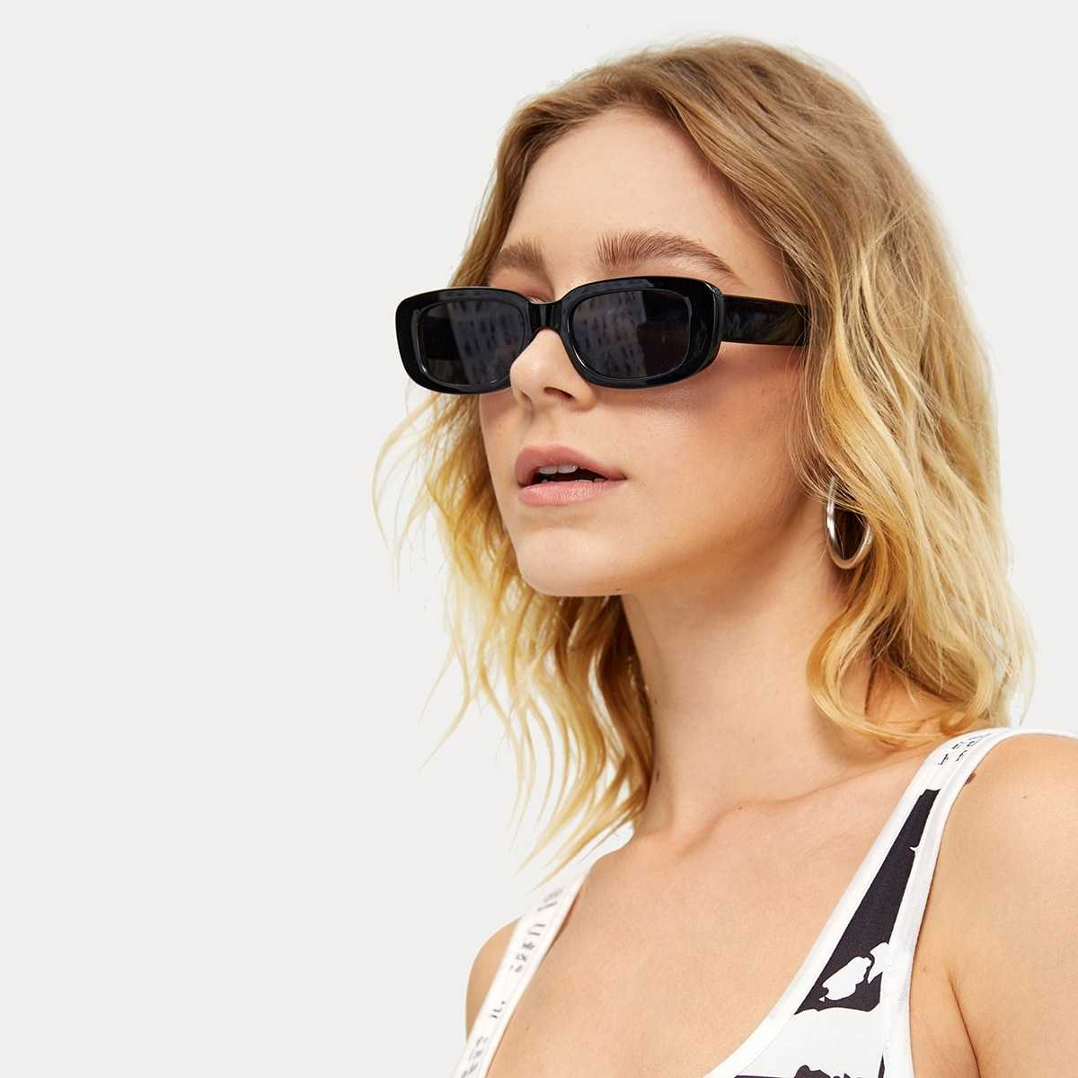 Chunky Frame Sunglasses in Black by ROMWE on GOOFASH