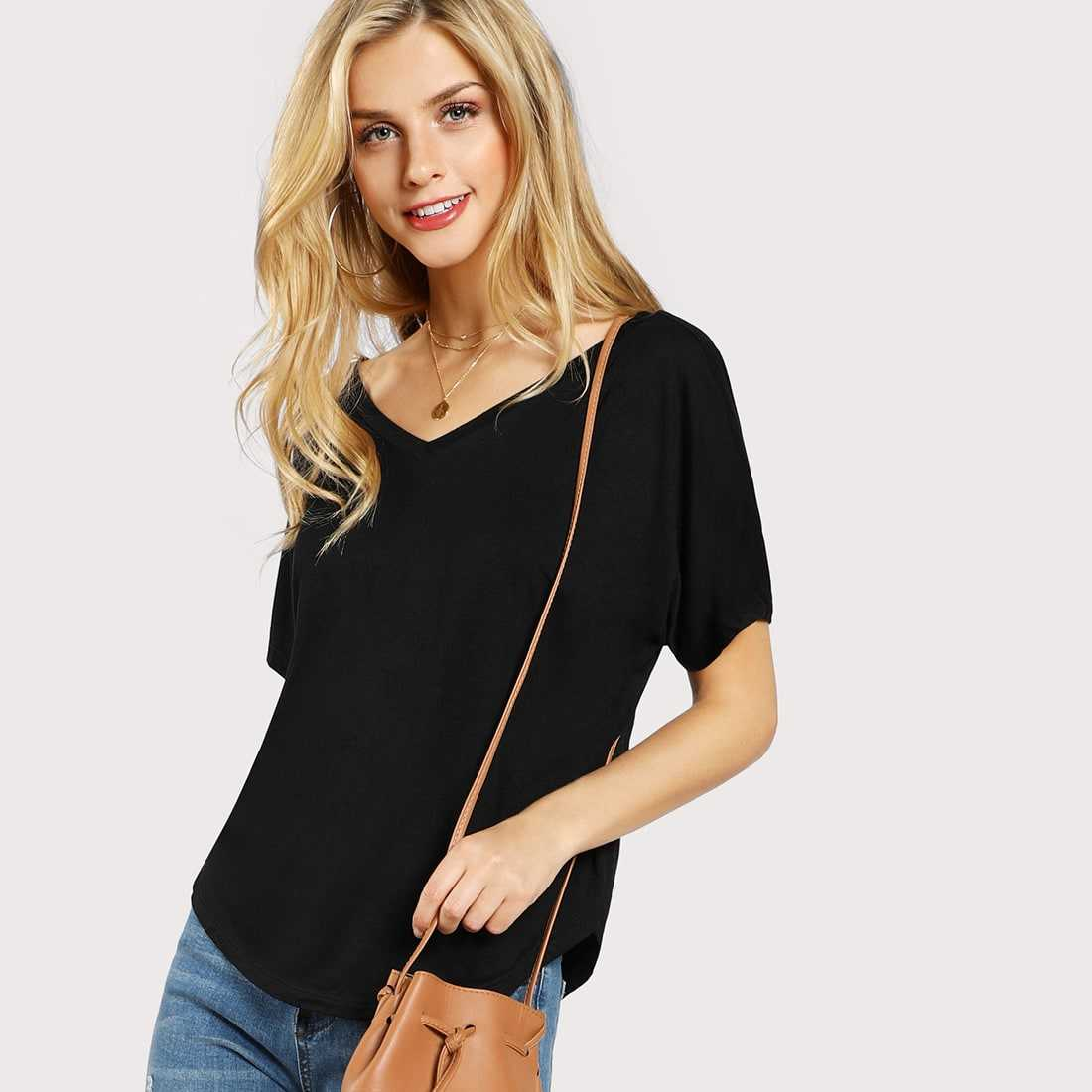 Curved Hem Slouchy Tee in Black by ROMWE on GOOFASH