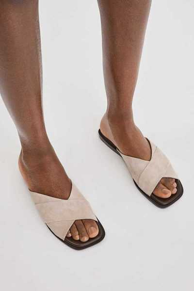 Filippa K Leona Cross Sandal Light Taupe SE - GOOFASH
