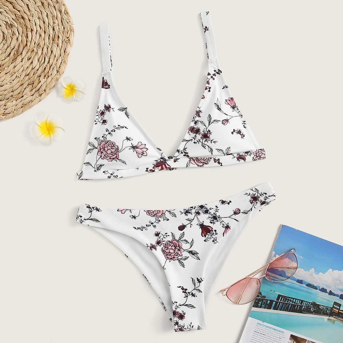 Floral Triangle Top With Hipster Bikini Set in Multicolor by ROMWE on GOOFASH