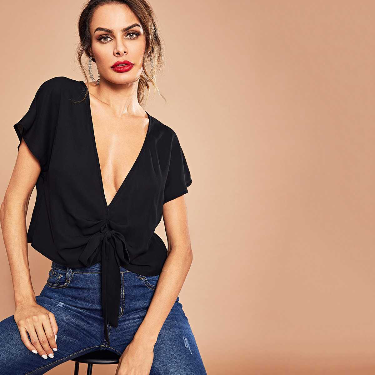 Knot Front Ruched Plunge Solid Top in Black by ROMWE on GOOFASH