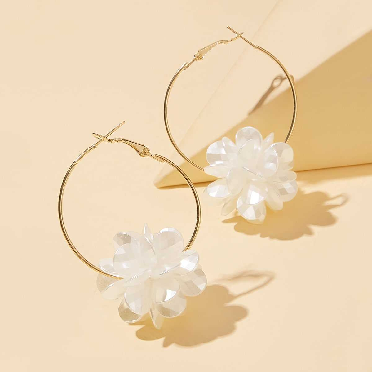 Round Decor Flower Drop Earrings 1pair in Gold by ROMWE on GOOFASH