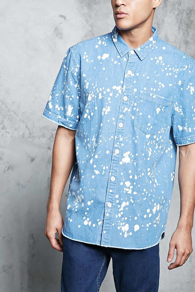 Forever21Men's Bleach Splatter Denim Shirt - Denim Washed UK - GOOFASH