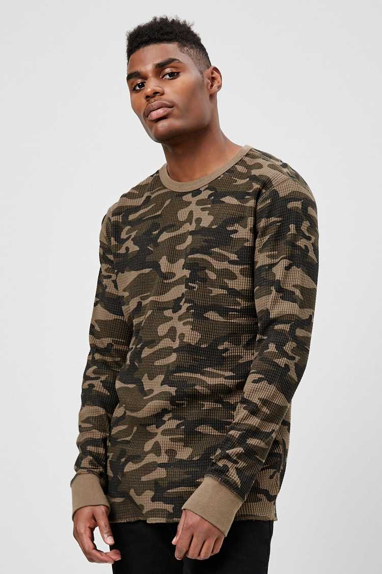 Forever21Men's Camo Print Waffle Knit Top - Olive/Black UK - GOOFASH
