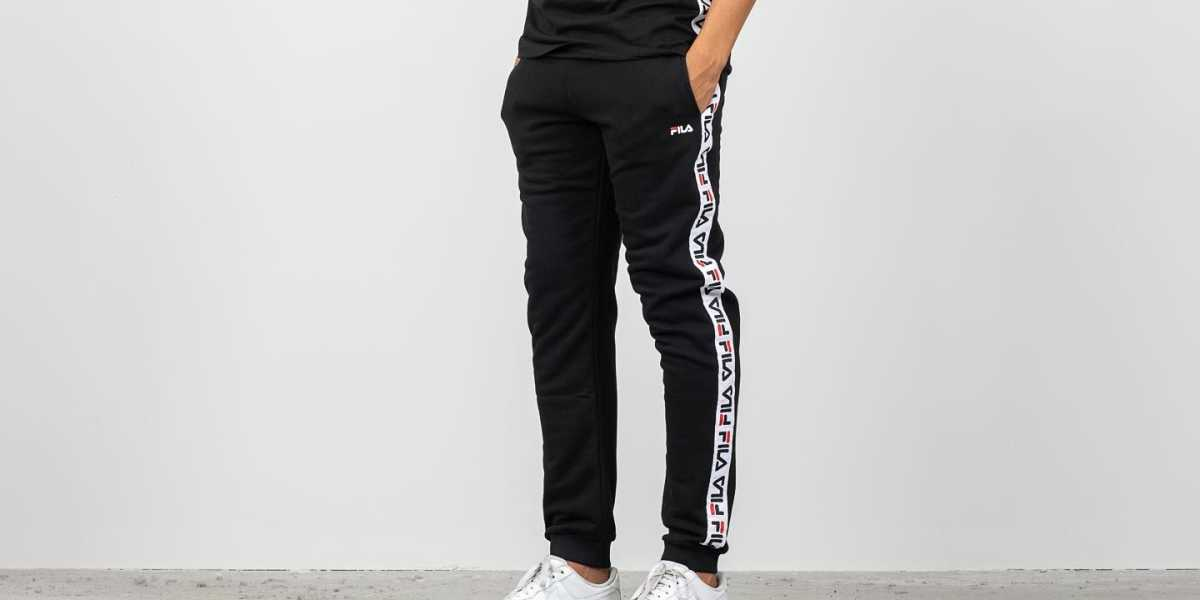 FILA Tadeo Tape Sweat Pants Black HU - GOOFASH - Mens TROUSERS