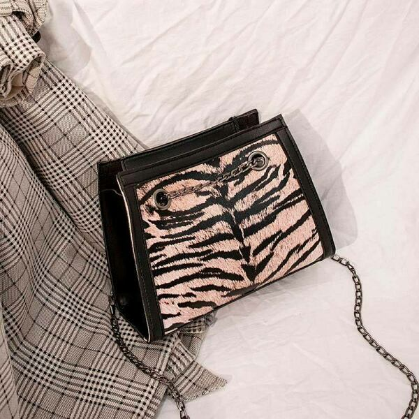 GOOFASH Womens Accessories Collection Trends Style