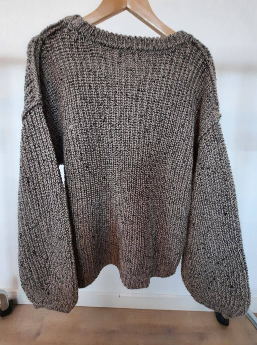 Grey oversized women knitwear sweater with puffy sleeves sample Ads WOMEN Ads Women FASHION Ads Women KNITWEAR Ads Women SWEATERS WOMEN Women FASHION Womens KNITWEAR Womens SWEATERS