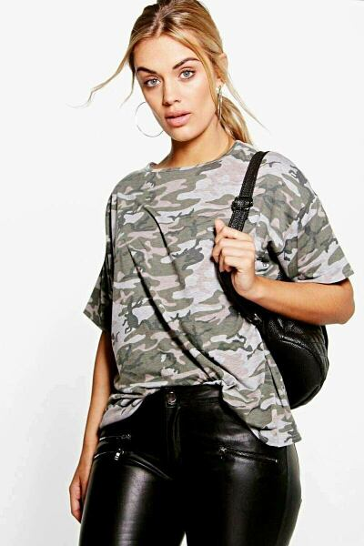 Boohoo UK Lady T-Shirts Style Trend Outfit