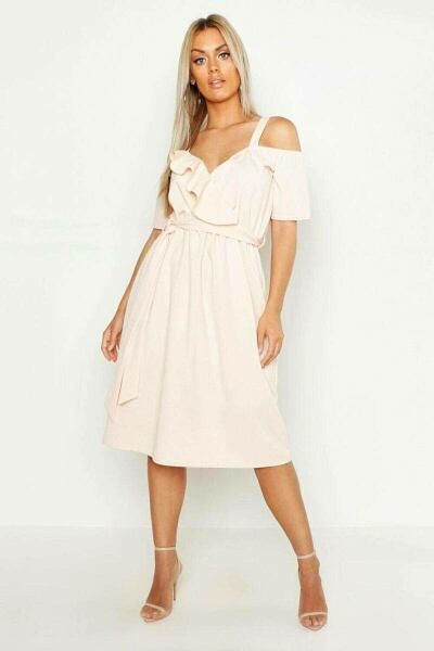 Boohoo UK Woman Dresses Trend Outfits