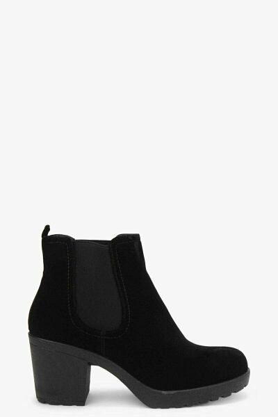 Boohoo UK Women Boots Trend Outfits