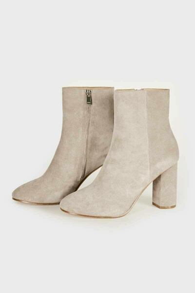 Women Shoes Look Trend Style