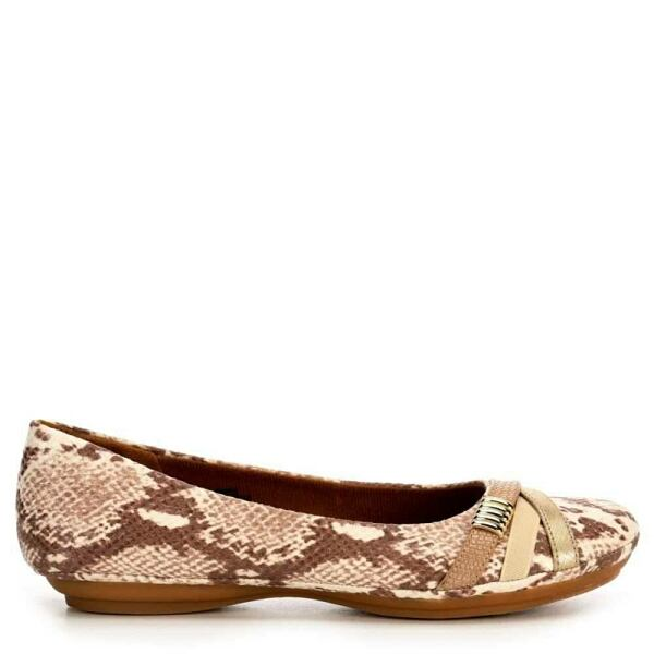 Flat Shoes Look Trend Style